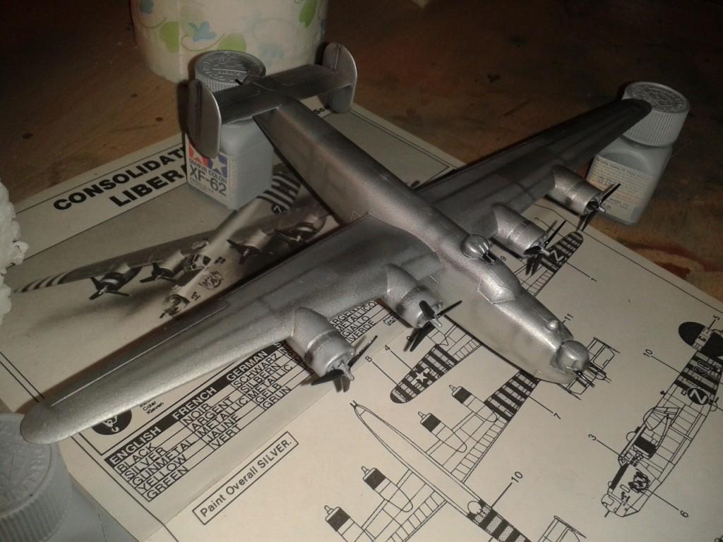 Pintura de hélices y torretas artilladas B24