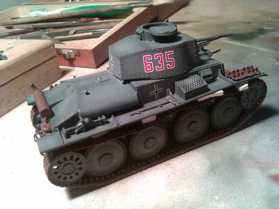 Aplicando calcas panzer 38(t)