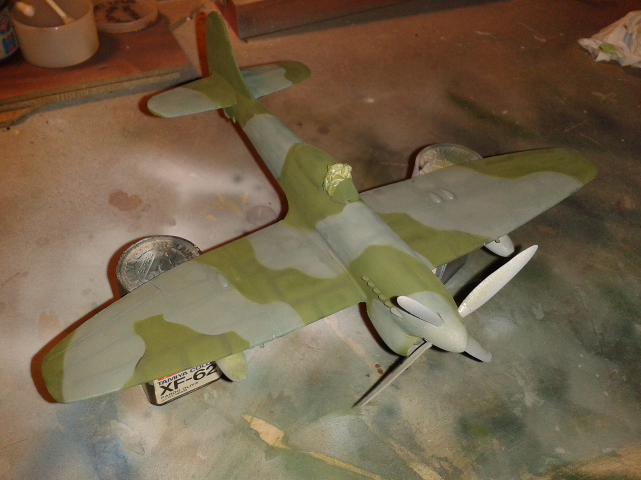 Hawker Tempest MkV pintando el camuflaje